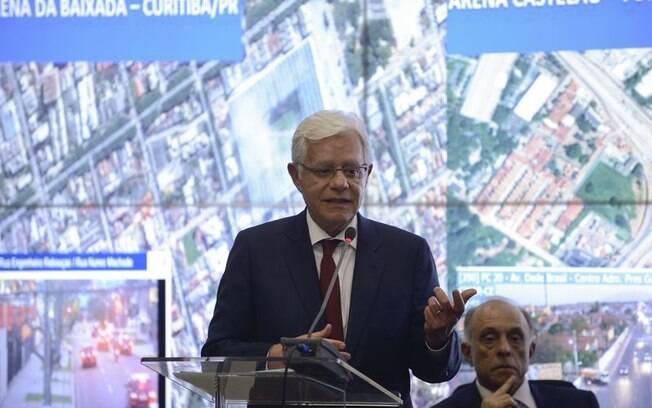 Moreira Franco é acusado de fazer uso irregular de passagens aéreas na época que era deputado federal