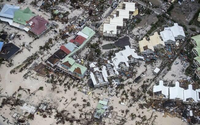 Imagem divulgada pelo Ministério da Defesa da Holanda mostra devastação deixada pelo furacão Irma em Saint Martin