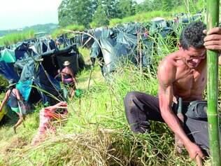 MTST. Grupo chegou ao terreno com colchões e pedaços de bambu para montar moradias em terreno