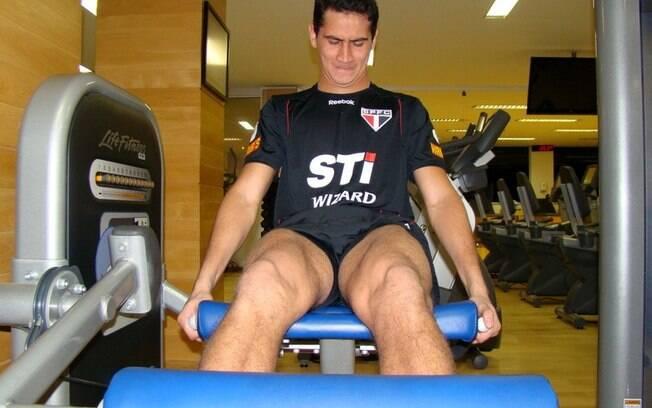 O meia Paulo Henrique Ganso faz exercícios no  CT são-paulino