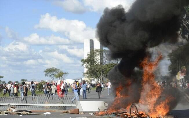 Manifestantes marcharam em Brasília por eleições diretas e contra o governo de Michel Temer