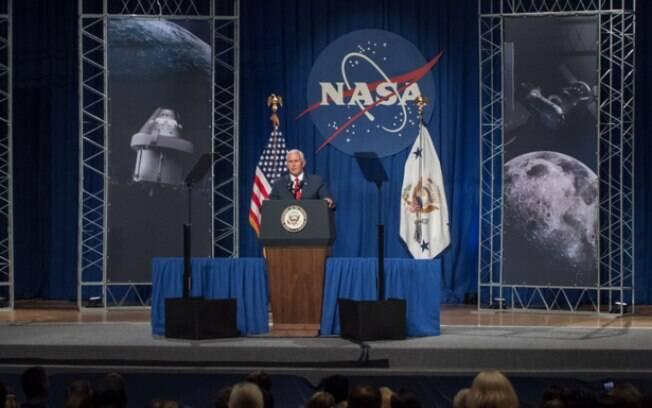 Vice-presidente dos EUA Mike Pence disse que estação espacial lunar  da Nasa possibilitará estadia humana no espaço