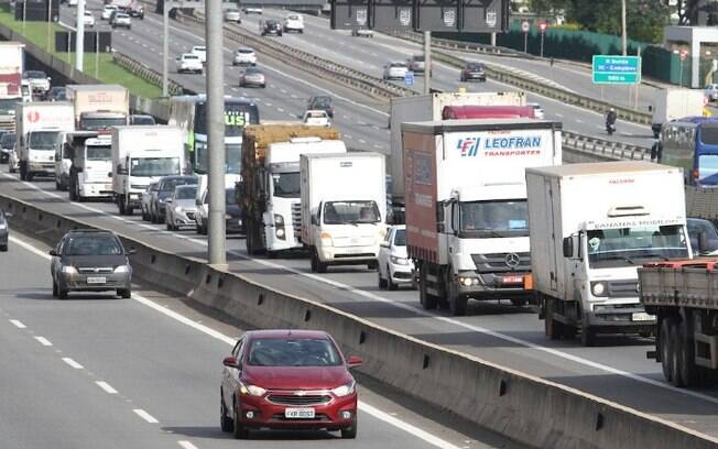 Remoção de passarela altera tráfego na Rodovia dos Bandeirantes