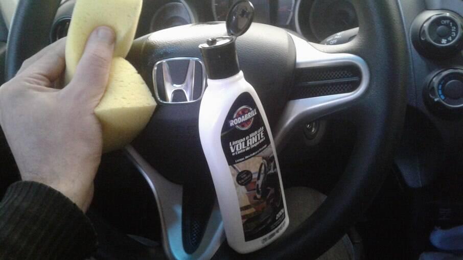 Limpa e Hidrata Volante e Cinto de Segurança Rodabrill pode ser usado em vários tipos de acabamento interno do veículo