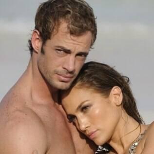 Jennifer Lopez e o suposto pivô da separação, William Levy, em cena de clipe