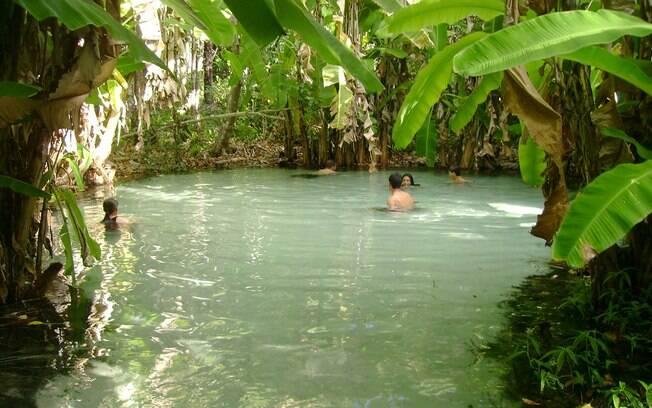 Nascentes de rio formam poços onde é quase impossível afundar. Daí serem chamados de fervedouros
