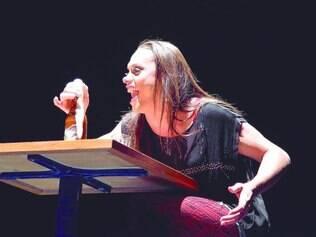 """Estreia. Em """"Uma Flor de Dama"""", o artista cearense levou ao palco pela primeira vez a estética que se tornou uma marca  de outros trabalhos"""