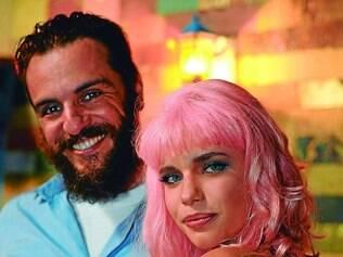 Casal. Rodrigo Lombardi e Bruna Linzmeyer formam par romântico na nova trama das seis da Globo, que estreia amanhã
