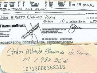 Ao portador.  Ex-servidor recebeu cheque nominal de empresa contratada para fazer transporte de crianças em Betim. Ele mesmo descontou o cheque, conforme mostra cópia ao lado.