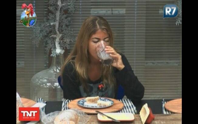 Raquel toma café da manhã, depois de provocação de Compadre Washington