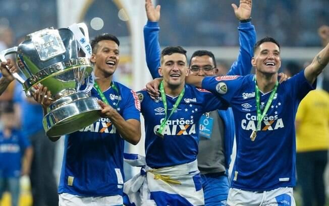 Jogadores do Cruzeiro comemoram o título da Copa do Brasil