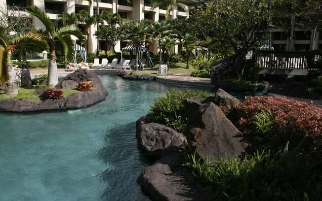 No Grand Hyatt Kauai Resort e Spa, em Koloa, Havaí, os hóspedes mergulham em água doce e salgada