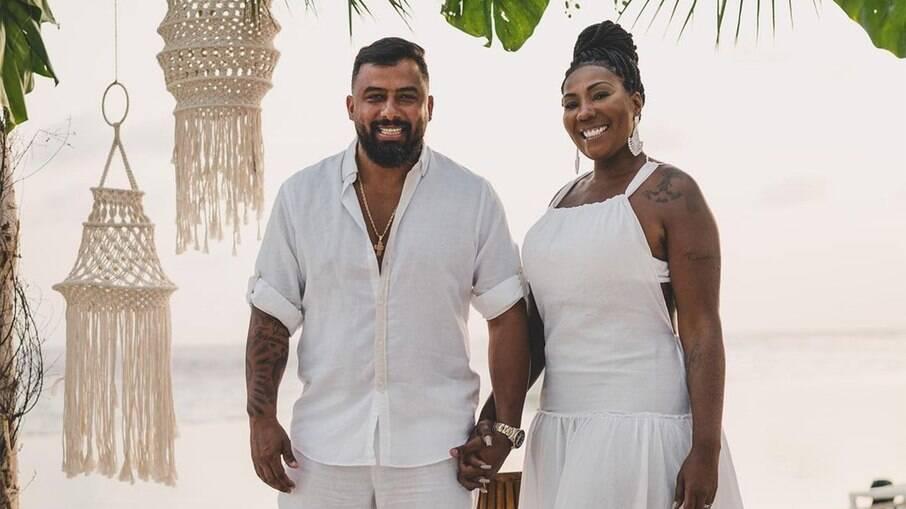 Mãe de Ludmilla se casa em viagem no Caribe