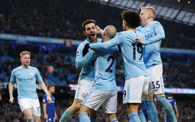 Jogadores do Manchester City comemoram o gol de Bernardo Silva  pelo Campeonato Inglês