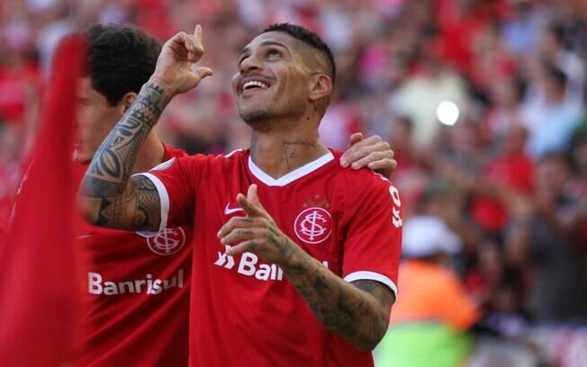 Guerrero comemora gol contra o Flamengo