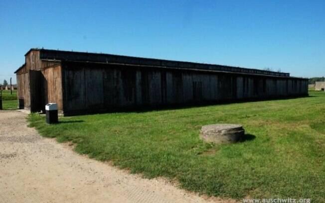 Barraco em Birkenau: cinzas de centenas de milhares repousam ao seu redor. Foto: Auschwitz-Birkenau Memorial and Museum