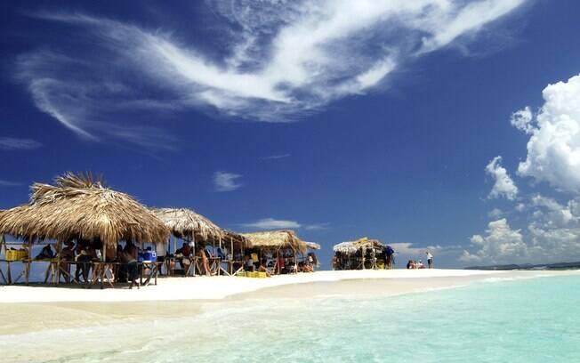 República Dominicana possui praias de águas límpidas e muito claras