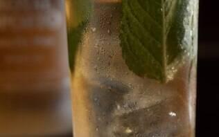 Drinque de vinho do Porto branco