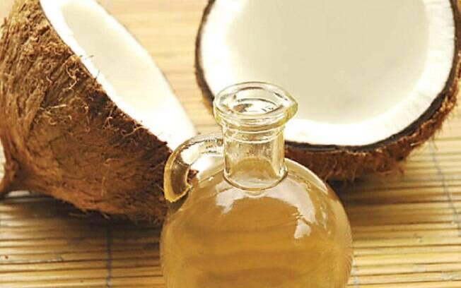 Óleo de coco pode ser usado como tempero ou em diversas receitas