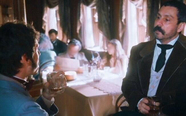 """Nos Tempos do Imperador – Após dar surra, Tonico arma plano perverso para se livrar de Dolores e assusta Nélio: """"Vou vender"""""""