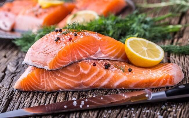 Além do salmão em postas, você pode optar por outros cortes do peixe, como o buri Kama