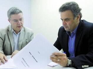 Anúncio. Aécio Neves escalou Antonio Anastasia ontem para falar sobre o pré-programa de governo