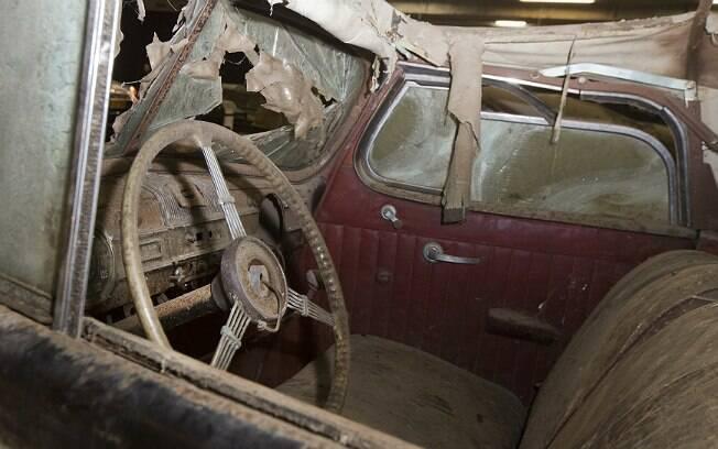 Por conta do tempo em que ficaram abandonados, alguns dos carros estão muito danificados