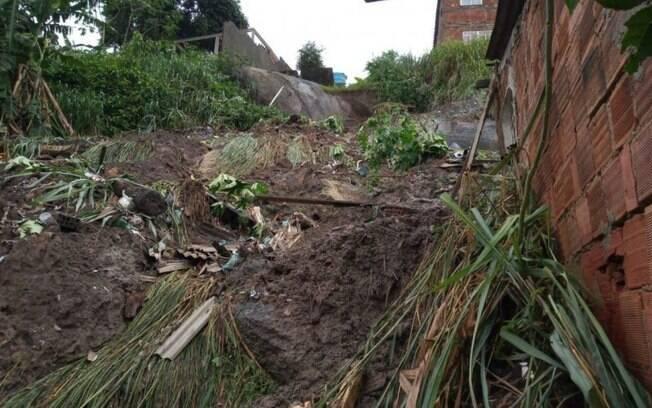 Temporal desaba casa em São Gonçalo