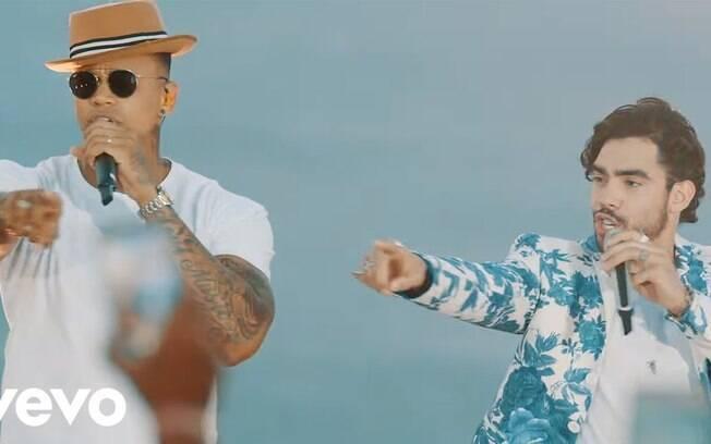 Léo Santana e Gabriel Diniz no clipe da música No Aquecimento