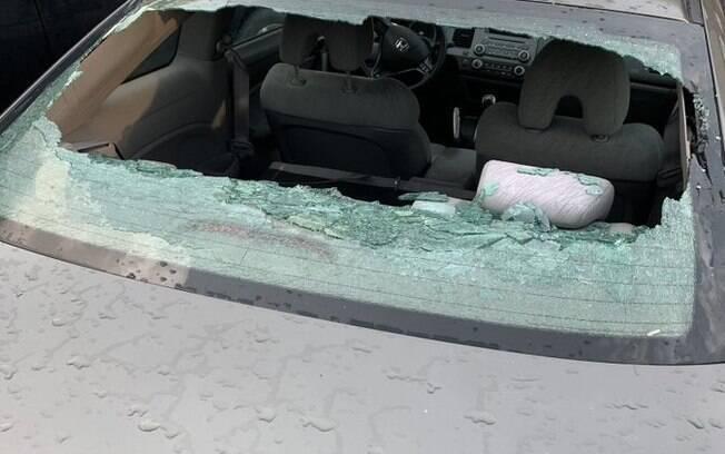 Chuva de granizo destruiu carros no Canadá