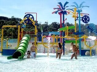 Piscina mais rasa permite que as crianças se divirtam à vontade na área Kids