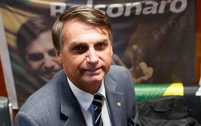 Deputado desde a década de 1990, Jair Bolsonaro é eleito presidente com discurso conservador