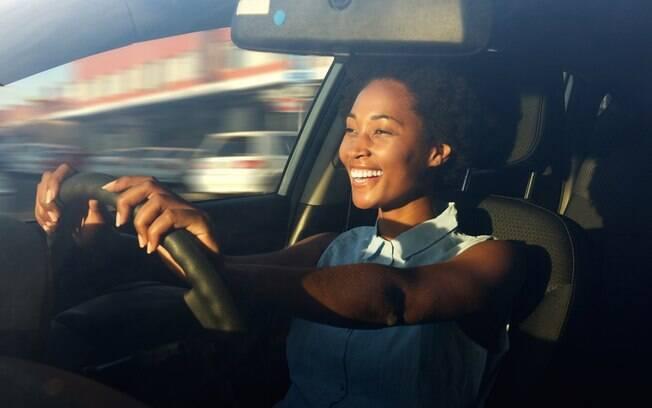 'Mulher no volante, perigo constante'? Nada disso: segundo pesquisa, condutoras são mais cuidadosas