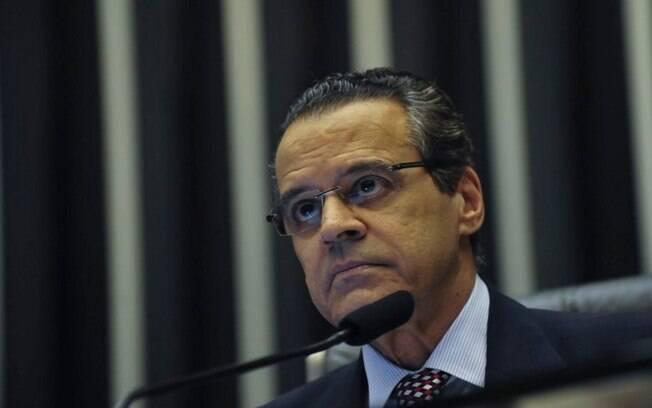 Um dos presos por lavagem de dinheiro é funcionário do ministério e outros são ligados ao ex-ministro Henrique Alves