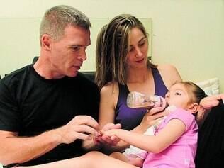 Tratamento.  A menina Anny, 6, foi a primeira a conseguir a autorização da Anvisa para importação