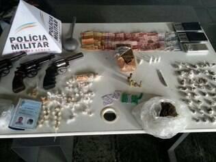 O restante das drogas e armas foram encontradas em uma casa na Pedreira Prado Lopes