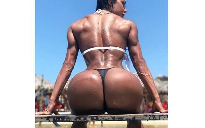 Gracyanne Barbosa ousa mais uma vez com foto de biquíni e bumbum em evidência nas redes sociais