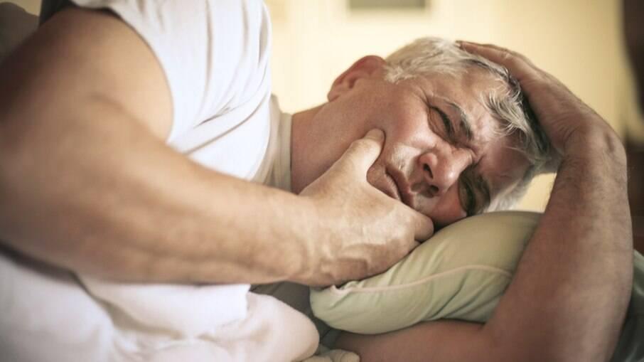 Doença na gengiva pode facilitar a infecção por Covid-19; entenda