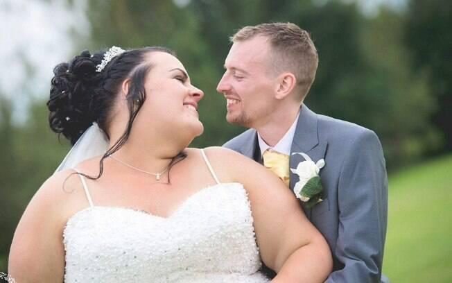 Em um casamento de dois anos e com três filhos, o casal conta que um é apaixonado pela personalidade do outro