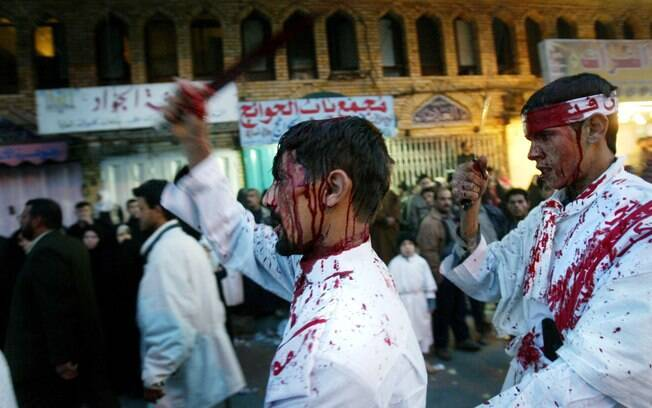 Automutilação: cerca de 200 milhões de muçulmanos xiitas no mundo celebram a Ashura em memória da morte de Imã Hussein, neto do profeta Maomé. Foto: Getty Images