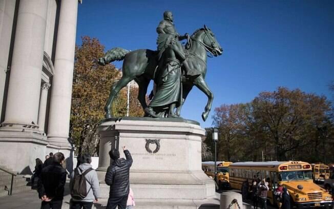 Estátua é vista como um símbolo racista.