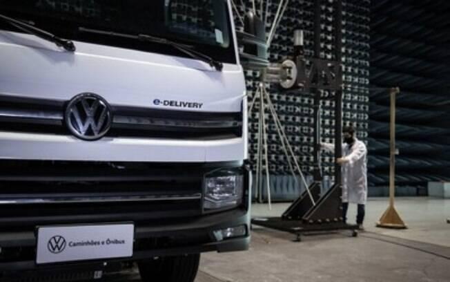 VW e-Delivery: testes a todo vapor na reta final para lançamento responsável