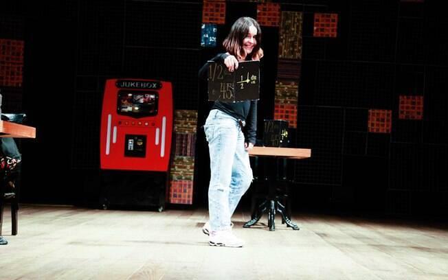 Lucélia Santos no palco do teatro Sesi no Rio: jeito de menina aos 55 anos.