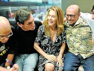 """Debate. Cláudio Manoel, do """"Casseta e Planeta"""", Paulo Miklos, Maitê Proença, Xico Sá e Eduardo Bueno comandam o debate na TV"""