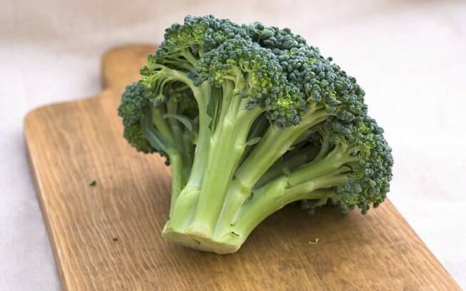 O brócolis tem folato, que tem propriedade anticancerígena. Foto: Getty Images