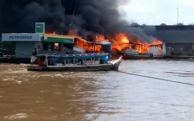 Barco explodiu no Rio Amazonas e deixou duas pessoas feridas no Amapá