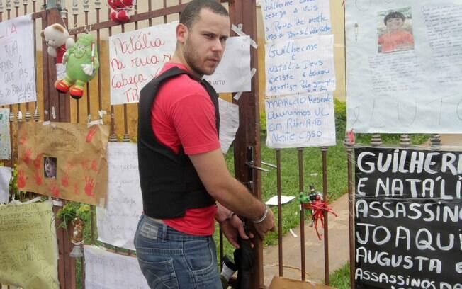 O padastro do menino, Guilherme Longo, participar de reconstituição da morte de Joaquim. Ele foi responde a processo por homicídio triplicamente qualificado (22.11.13)