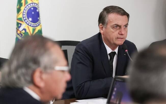Bolsonaro faz apelo para que parlamentares não deixem decretos das armas 'morrer'