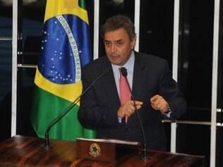 O senador Aécio Neves durante sessão para analisar a Medida Provisória 595, a MP dos Portos