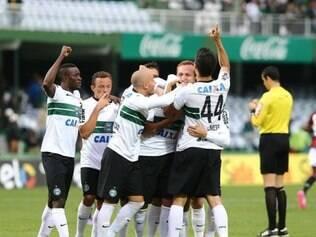 Com gol de Hélder, Coxa conquista três pontos sobre rival Atlético-PR